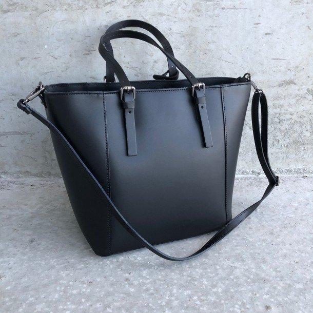 c52066ccb27 Sort Håndtaske i kraftigt læder. Stort udvalg i tasker! Køb!