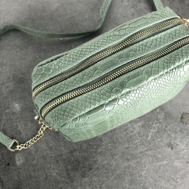 Smuk til fest! Crossover taske i skind med snake prægning.